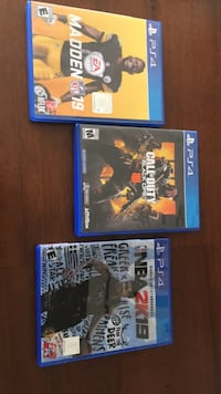 Two3 game cases and 3 ps4 game cases Cheyenne, 82007