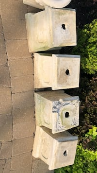 """Concrete pedestals (4) (cracked one is free) about 12"""" in width and 12"""" in height Vaughan, L4K 3Z9"""