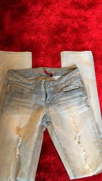 distressed blue-washed jeans Blainville, J7B