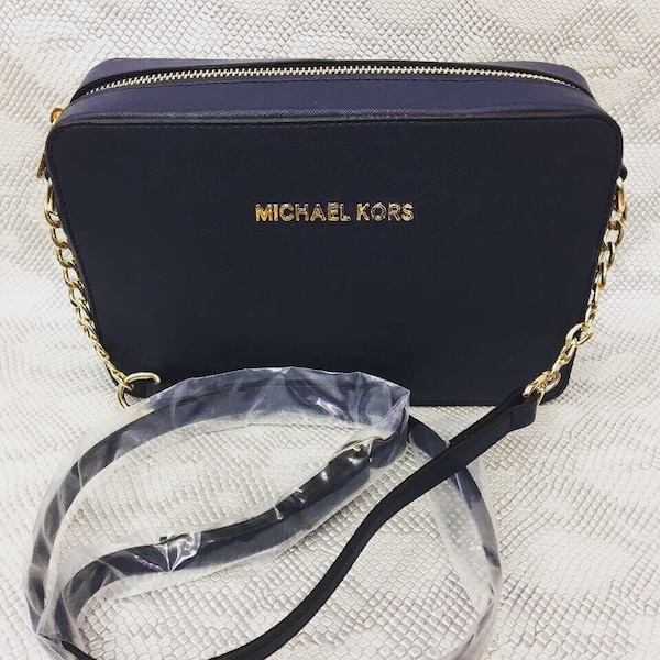 c33a49b79c Used women s blue Michael Kors sling bag for sale in Londra - letgo