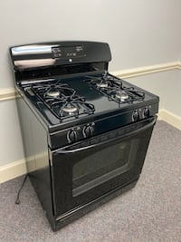 BLACK GE GAS TOP STOVE