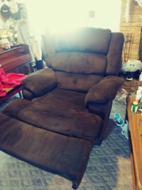 Big brown recliner Goldsboro, 27530