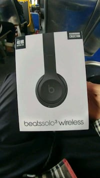 NEW Beats solo3 wireless