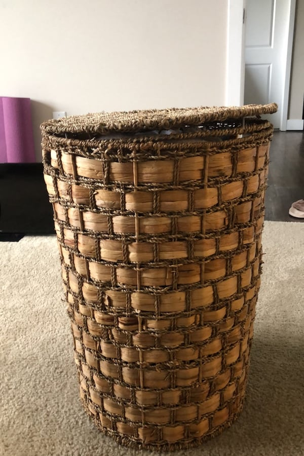 Large Woven Hamper with Lid 4b81f25a-c27f-4eea-a7f3-386c40b9b00d