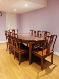 Dining table with 6 chairs and 2 arm chairs Newmarket, L3Y 4M7