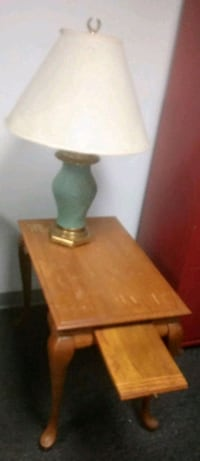 Lamp and side table  462 mi