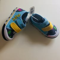 New kids shoes size 24