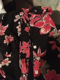 Women's shirt size large Mobile, 36605
