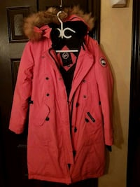 red button-up parka coat Montréal, H1G 3C3