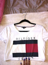 Cropped Tommy Hilfiger t-shirt  Richmond Hill, L4C 6K6