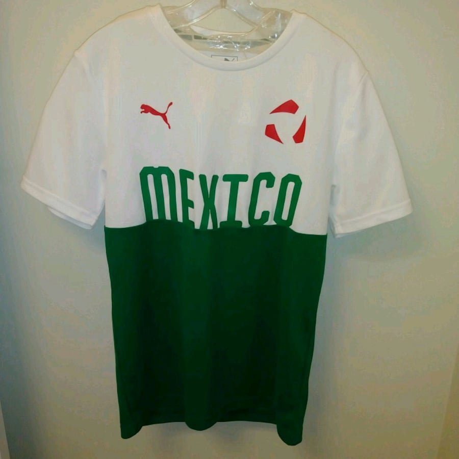 NEVER WORN: Adult small Puma mexico jersey soccer
