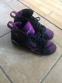 pair of black-and-purple Nike basketball shoes Montréal, H1G 3A6