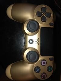 Black and gold PS4 controller  Triangle, 22172