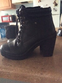 Pair of black leather chunky heeled booties Albuquerque, 87108