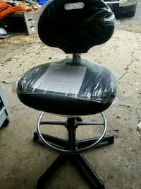 black and gray rolling chair Rockford, 61108