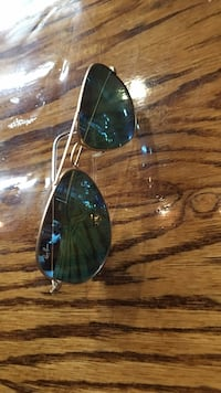 silver-colored framed Ray-Ban Clubmaster sunglasses