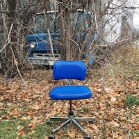 Electric blue vintage office chair 492 km