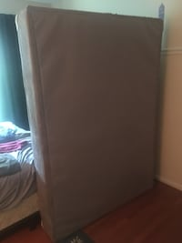 Queen mattress and box spring (barely used) Silver Spring, 20906