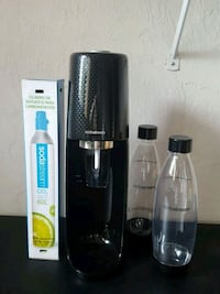 SodaStream with Xtra carbonator, 2 new bottles