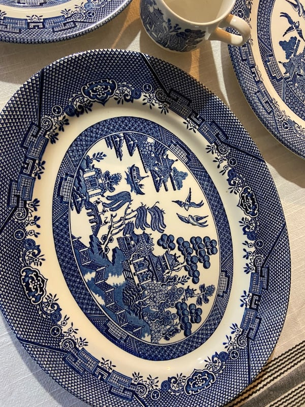 Churchill Blue Willow china 839712e7-2a35-47ab-8b0c-527f985822b8