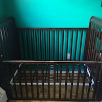 Brown 4 in 1 convertible crib with drawers $200 Mississauga, L5A 1A8
