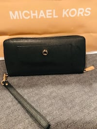 Black Authentic michael kors leather wristlet Blainville, J7C 1Z5