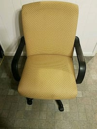 Yellow office chair on Wheels Hagerstown, 21740