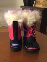 Brand new pink and black winter boot of girl size 4t
