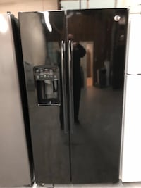 GE GLOSS BLACK SIDE BY SIDE FRIDGE ( mint condition ) Charlotte, 28134