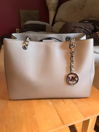 Grey michael kors leather tote bag Surrey, V3S 1W2