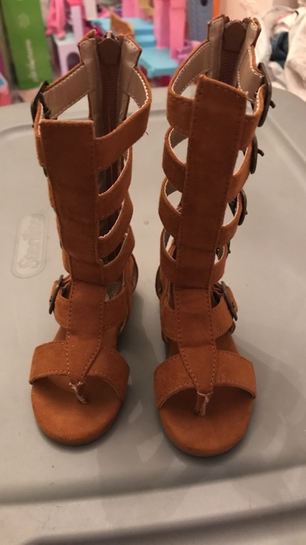 a04cf62a3389 Used Joyfolie Jayla Gladiator Sandals HTF size 4 in kids for sale in ...