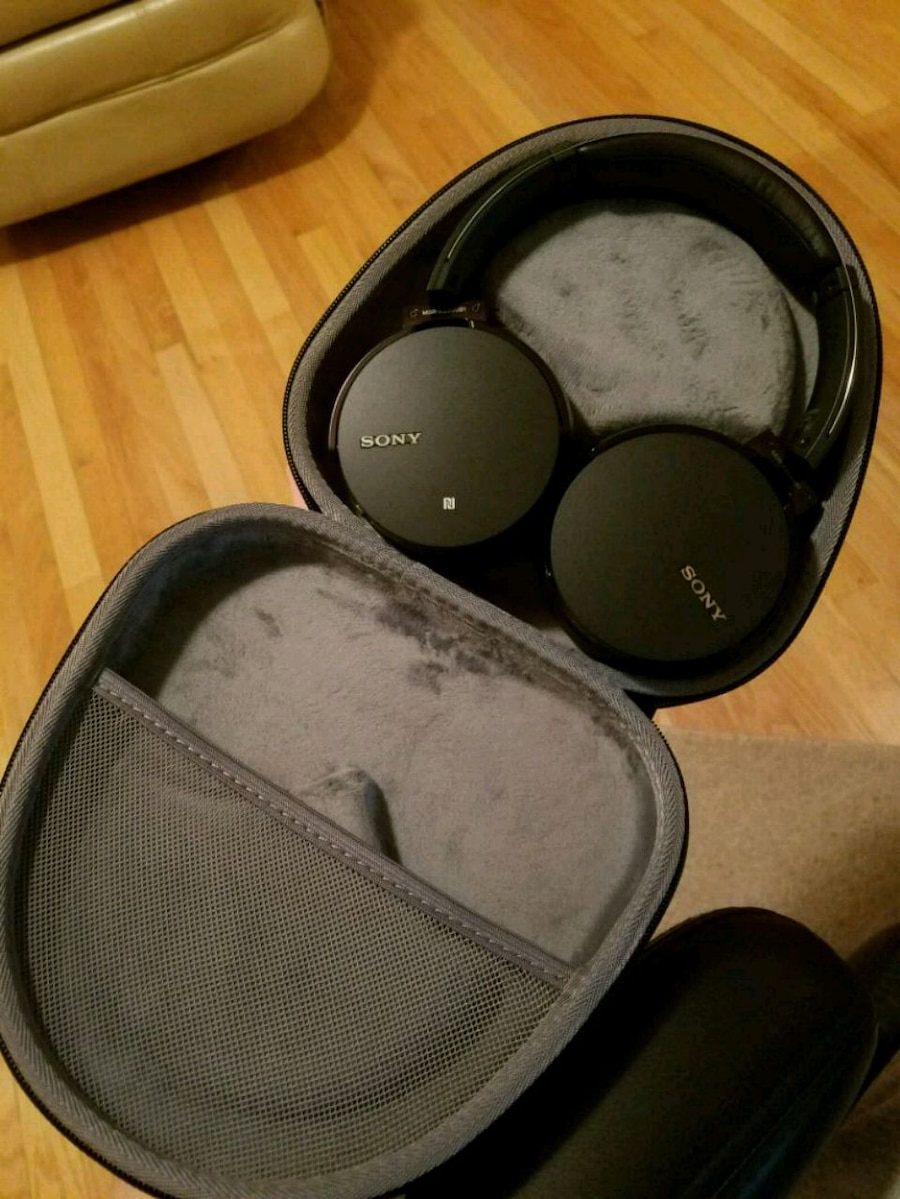 black and gray Bose headphones for sale  Clarks Summit