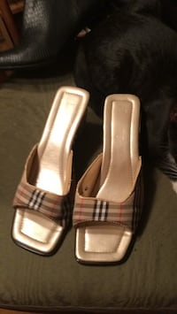 8 1/2 Burberry Shoes Regular $600.00 Edmonton, T5Y