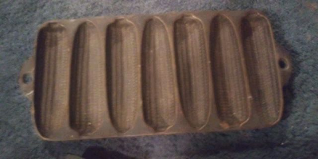 Photo Antique Corn on the cob muffin pan mold