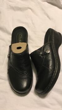 Clark's Bendables Clogs Size 7.5 M. Very gently worn in original box  Glenside, 19038