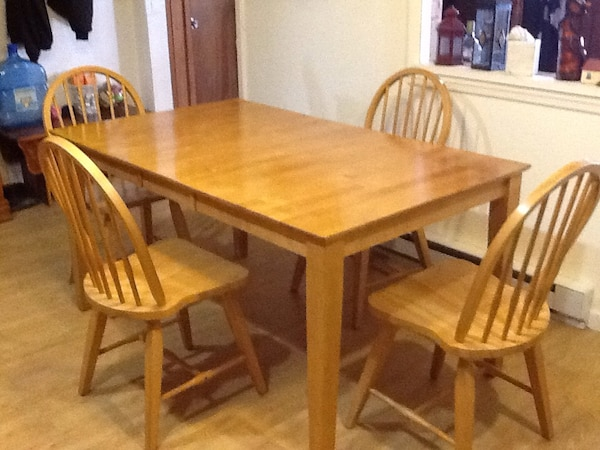 Honey Oak Tone Dining Table With 4 Chairs