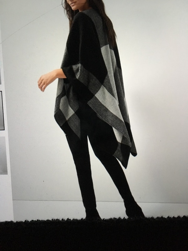 New ladies plaid camber & cape layer over jacket or casual top tag still on ONE SIZE