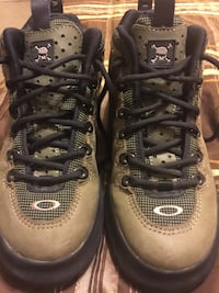 Oakley hiking boots size 6