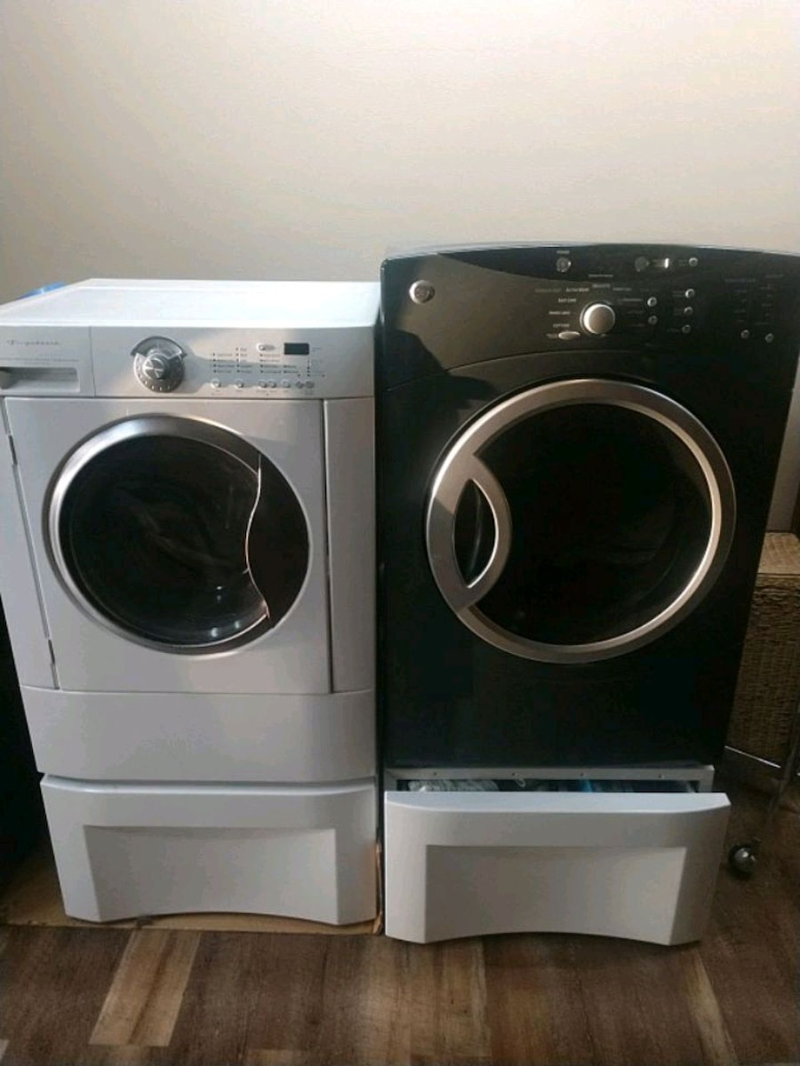 Photo Front loader washer and dryer dryer is natural gas