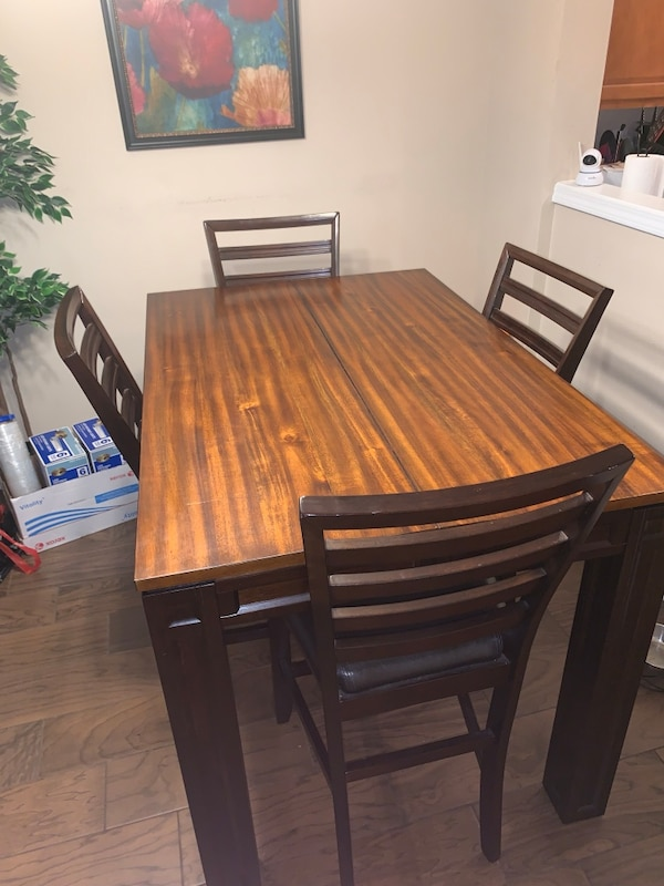 Used Dining Room Table High Top With Built In Leaf And 4 Chairs With