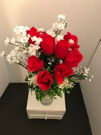 Beautiful floral arrangement of red roses.