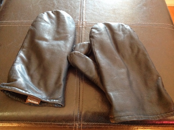 104a3890c5a71 Used Danier Women's Black Leather Mittens for sale in Ottawa - letgo