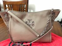 Authentic Tory Burch. in very good condition.