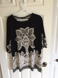 black and white floral long-sleeved shirt Laval, H7X 4G4