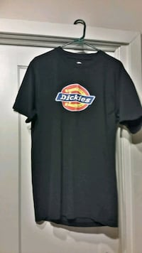 "Size Large  "" Dickie's ""  T-Shirt London, N6B 1E1"