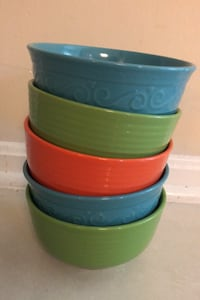 3 colourful bowls! Dishwasher and microwave safe