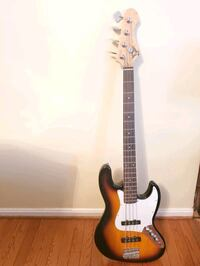 Bass guitar with tuner and headphone amp Columbia, 21045