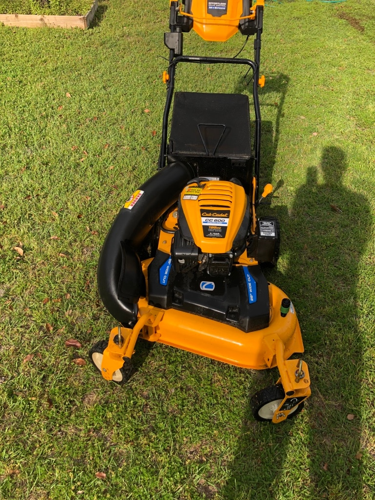 Photo Cub cadet 28 inch Electric start self-propelled mower system