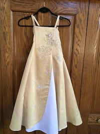 Flower girl dress with wrap and headpiece - size 8 Calgary, T3G 1T5