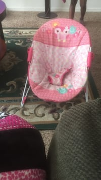 baby's pink and white bouncer Montgomery, 36106